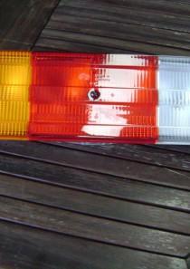 2VD007500411  Hella Heckleuchte, links, Mercedes-Benz (Actros) 10/96 – ohne Leuchtmittel